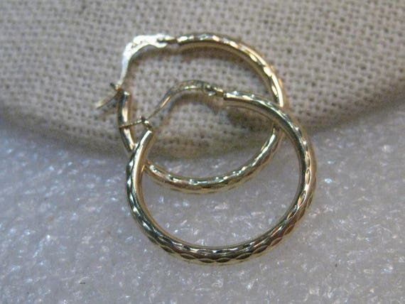 10kt Diamond Cut Hoop Pierced Earrings, signed Israel, .70 grams, 3/4""