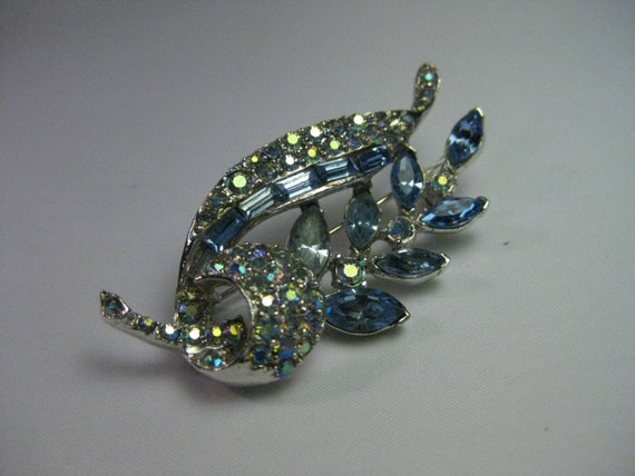 Vintage Pell Signed Shades of Blue Art Deco Brooch, Silvertone, Aurora Borealis, Round, Marquis, & Baguette Stones