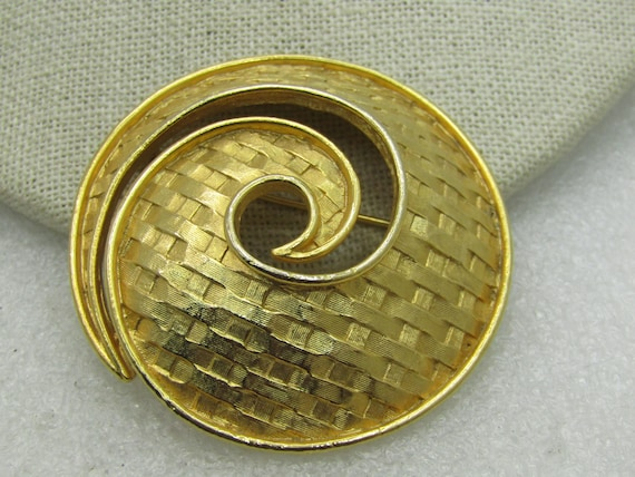 Vintage Mod Woven Spiral Brooch, Gold Tone, 1960's Signed