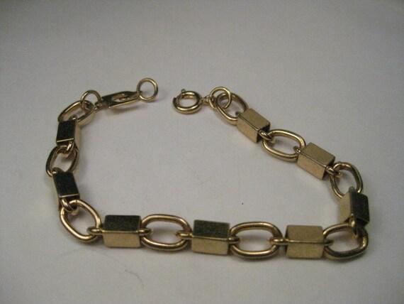 """Vintage Gold Tone Liz Claiborne Box & Chunky Oval Link 8"""" bracelet"""