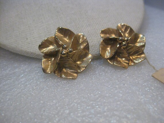 Vintage Gold Tone Renee Jewels Floral Clip Earrings by Bob Henfield, with tag