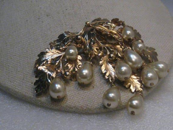 """Napier Oak & Faux Pearl Brooch, Dangling Beads/Pearls, 3.25"""" 1950's-1960's, Runway"""