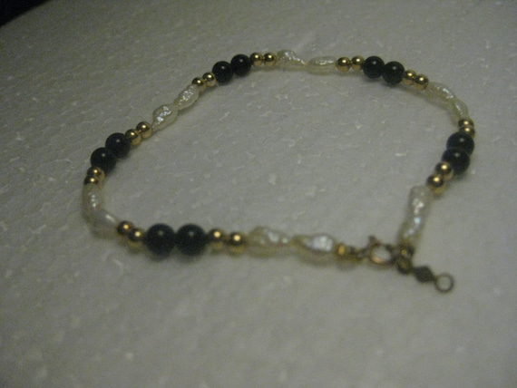 """Vintage 14kt Gold Clasp and Bead Fresh Water Pearl Bracelet with Black Beads, 7"""", 2.46 grams total weight, 3mm wide."""