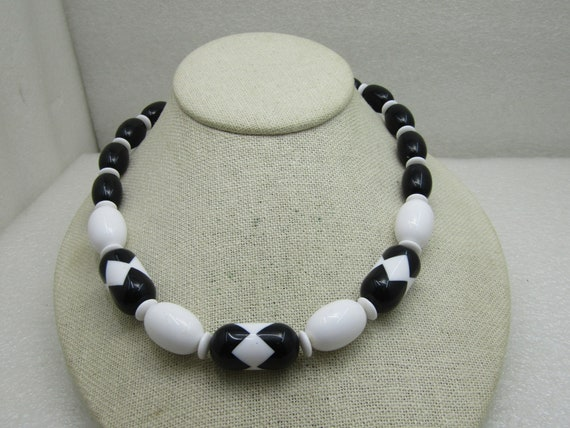 "Vintage 1980's Black & White Plastic Beaded Necklace, 18"", Bead Twist Clasp, Posh"