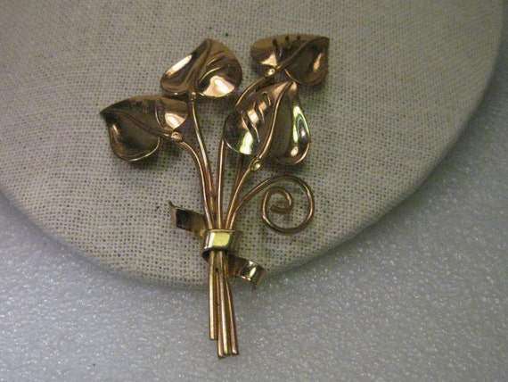 """Vintage Art Deco Gold tone Brooch - Split-Leaf Philodendron in a Bouquet with a Bow, 3.5"""" tall, 2.25"""" wide"""