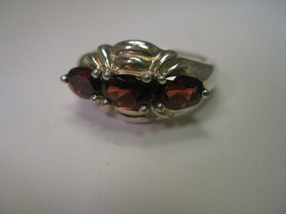 Vintage Sterling Silver Garnet Colored Ring - Triple stone, oval cut, set sideways, size 6, 3.94 gr.