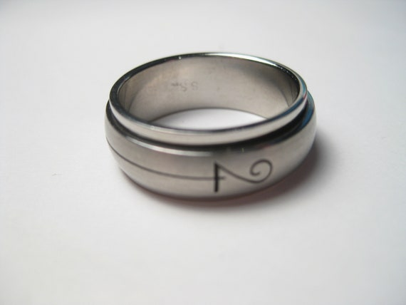 Men's Stainless Spinner Wedding Band, Sz. 9.75, Engraved Scroll, 7.5mm wide