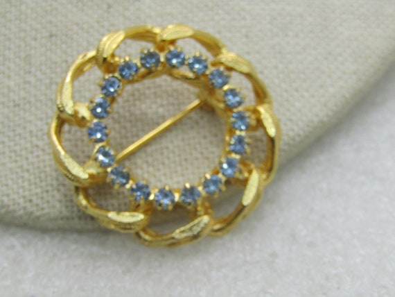 "Vintage Blue Rhinestone Curb Link Circle Brooch, Gold Tone, 1.25"", 1960's-1970's"