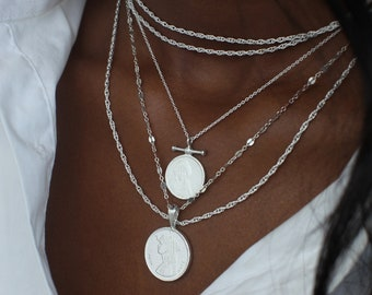 THE QUEENDOM Coin Necklace Stack