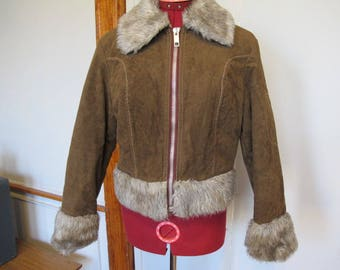 1970s Vegan Ultrasuede Cropped Bomber Jacket with Faux Fur Cuffs sz s / m