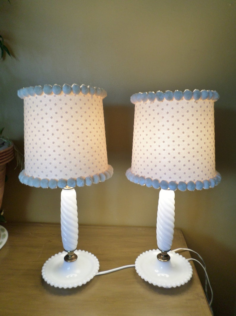 Cottage Chic Vintage Hobnail Milk Glass Lamp Set With Ivory Swiss Dot Flocked Shades With Pom Poms Table Lamp Brass Bedroom Desk Lamp