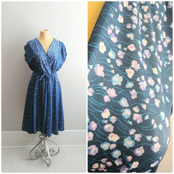 Large Vintage 1970s Womens Volup Dress Floral Prin