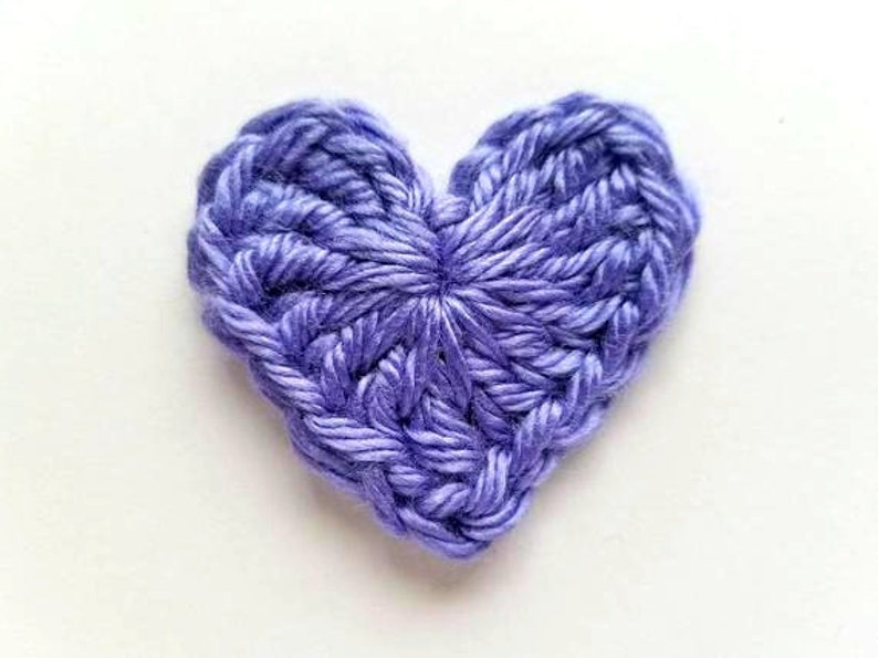 Crochet appliqué heart u savlabot