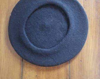 421fb8bf877 Gorgeous 70 s Velvet vintage Beret black
