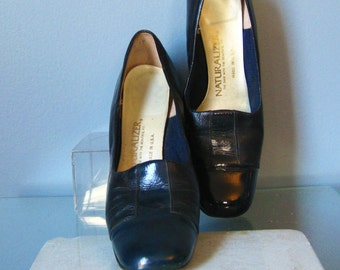 Navy Blue Pumps / Vtg 70s / Cap Toe Heels /Naturalizer Navy Blue Pumps / Size 7.5 / Navy Blue Leather shoes