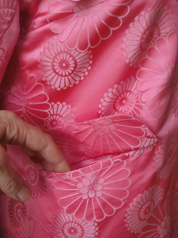 Brocade Evening Coat / Vtg 60s /Dynasty Bright Pi… - image 4