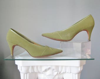 Green Stilettos / Vtg 50s / Olive Green Stilettos / Classic 50s Green Pumps