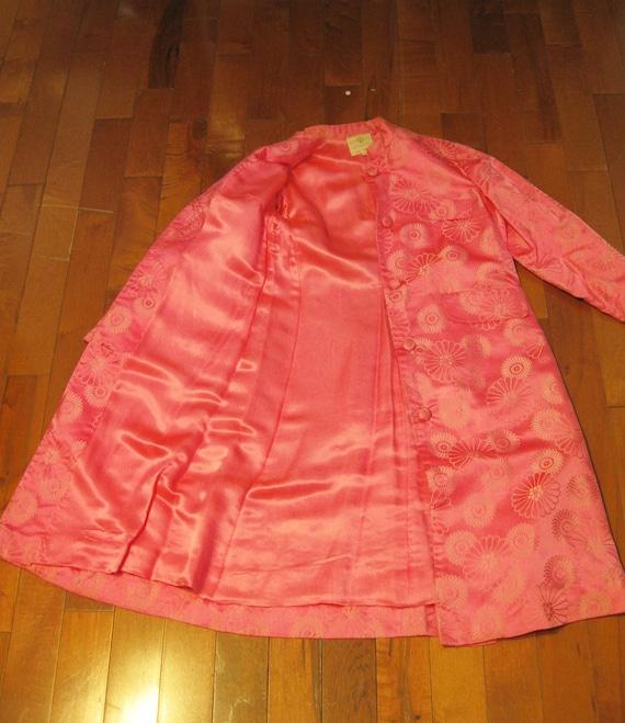 Brocade Evening Coat / Vtg 60s /Dynasty Bright Pi… - image 8