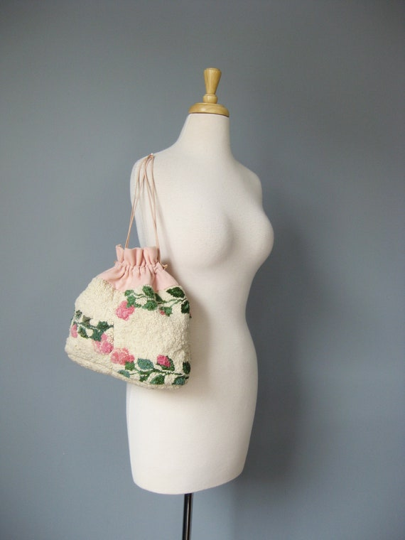 White Floral Drawstring Pouch / Vtg 50s / Hooked R