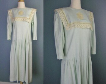 Lanz Originals Dress / Vtg 80s / Green Linen Blend Prairie Style Dress with Crocheted Lace