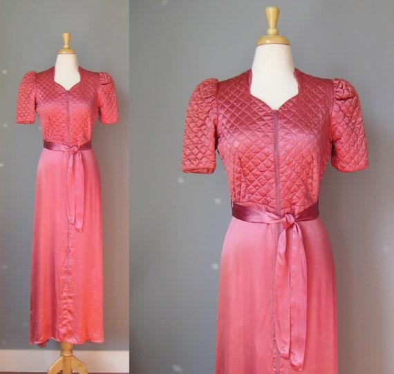 Deep Rose Satin Dressing Gown / Vtg 40s / Screen S