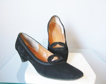 Black Pumps / Vtg 50s / Saks Fifth Ave Black Suede Pumps / Size 7