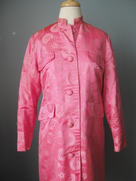 Brocade Evening Coat / Vtg 60s /Dynasty Bright Pi… - image 2