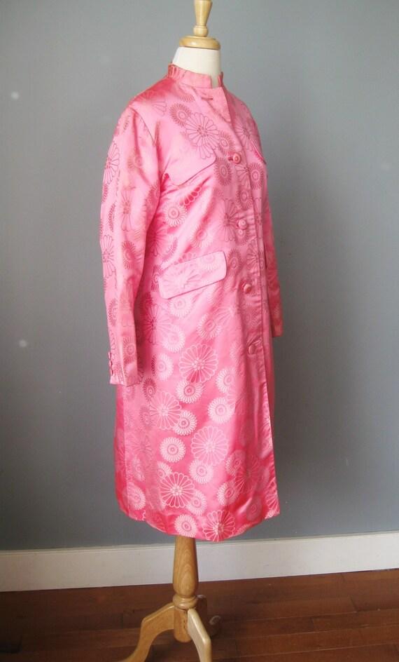 Brocade Evening Coat / Vtg 60s /Dynasty Bright Pi… - image 3