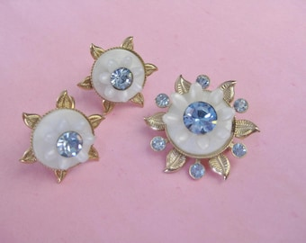 White Plastic and Blue Rhinestone Set Brooch Screwback Earrings