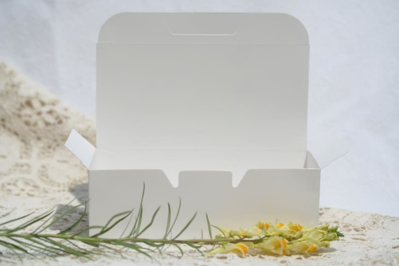 36 Cake Boxes Favor Boxes 5.5 by 1.75 Inches Wedding Cake Box Carry Out Box White Cake Box White Favor Box White Doily White Doilies