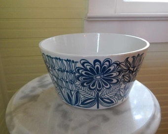 Delightful Serving Bowl by Arabia -- Charming Vegetable Bowl with Keto Pattern -- Fab Danish Modern Dinnerware Made in Finland