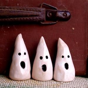 Ceramic ghosts, Set mini ghost, Ghosts Halloween Décor, Ghost sculpture,  Desk accessories, Halloween décor, scary ghost, ghost sculpture