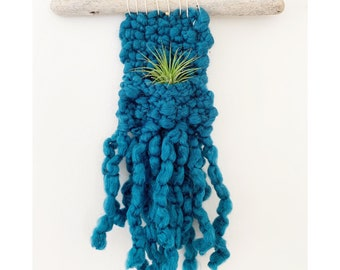 Huxen & Co. AIRPLANT WALL HANGING in dark teal - mini - Air Planter - Knitted Wall Hanging with Airplant, air plant holder