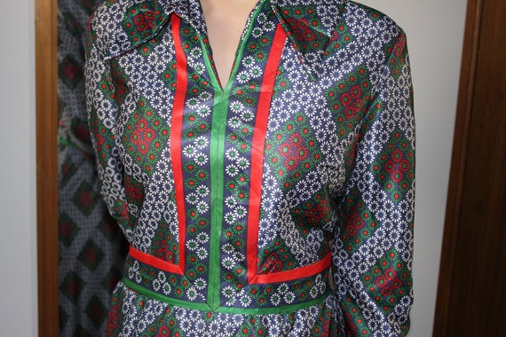 Vintage 1970s Emilio Borghese green, white and re… - image 2