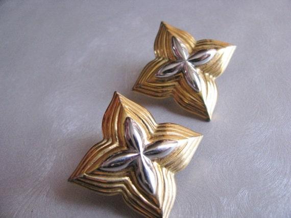 Monet Star Earrings - Post Earrings - Collectible… - image 4
