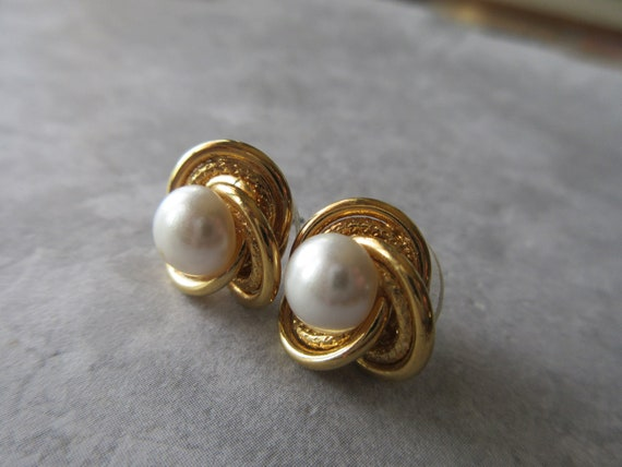 Goldtone  Posts and Pearls Stud Earrings Collectible Jewelry-1980s vintage Long Vintage Pearl Post Earrings