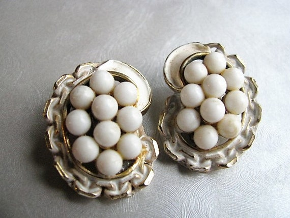 Opaque White Bead Cluster Earrings - Vintage Clipo