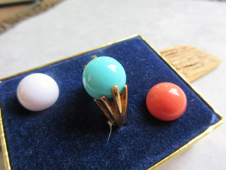 size 6-7 ring Orange or White Cocktail Ring vintage ring-Change color ring-statement ring 1970s Avon Ring in Box-Gold Plated Ring -Blue