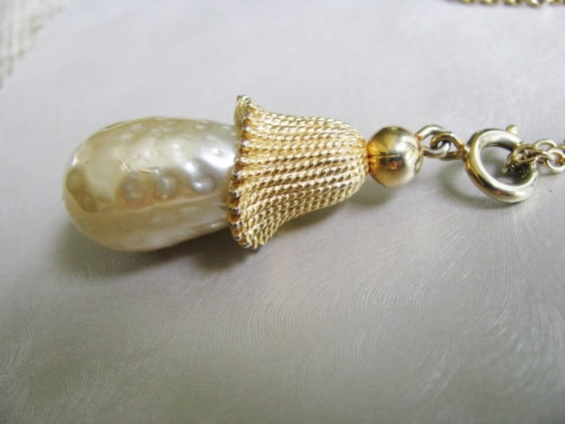 Teardrop Pearl Necklace Gold Plated Teardrop Pearl Pendant Collectible Jewelry Vintage Necklace