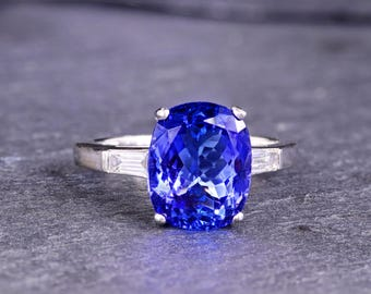 Oval Tanzanite and Diamond 18 Kt White Gold Ring