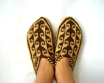 womens slippers, hand knit Slippers for Women, womens slippers socks, knit slippers, Turkish slippers, home shoes brown and yellow-gold