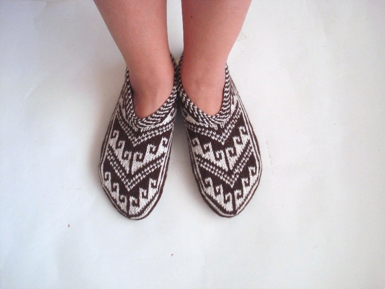 d965f2e2af9d1 Hand knit women home shoes, Crochet women Booties, Indoor Shoes, House  winter Slippers
