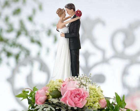 Bride and Groom Figurine Wedding Cake Top Decoration, Wedding Cake Topper, Romantic Cake Topper, Wedding Decorations
