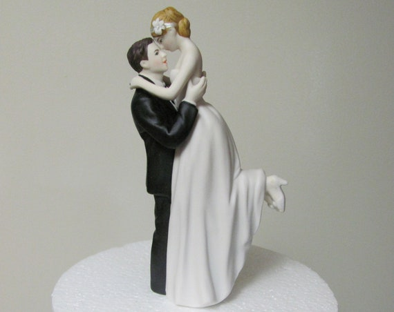 Bride and Groom Figurines, Wedding Cake Topper, Bride and Groom Cake Topper, Wedding Cake Tops, True Romance Cake Topper