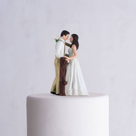 Country Wedding Cake Topper,Hitching Post Bride and Groom, Country Cake Top,Rustic Wedding Cake Topper,Wedding Cake Top Figurines