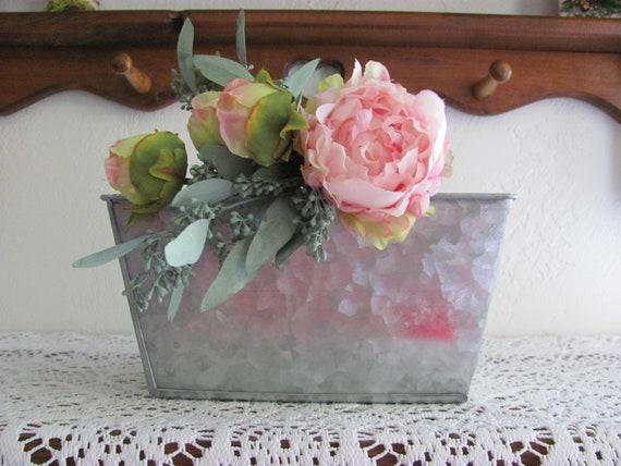 Flower Planter, Metal Planter with Liner, Wedding Flower Holders, Floral Arrangement Centerpiece Container, Galvanized Metal Planter