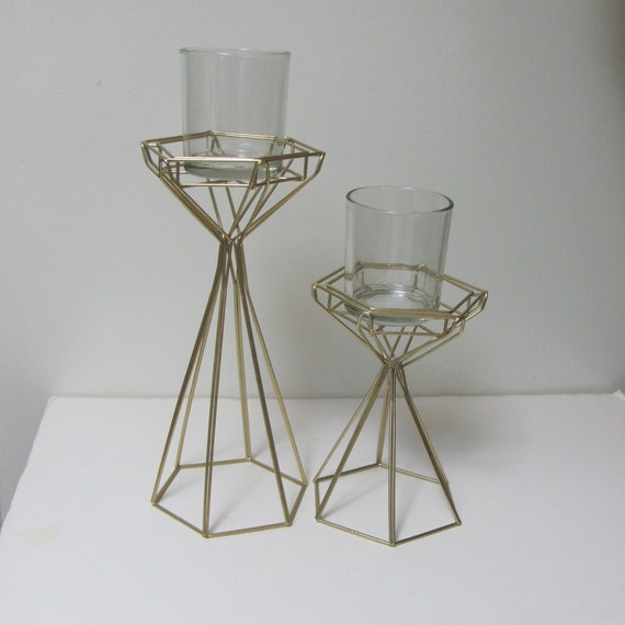 8 Party Centerpiece Wire Forms, Geo Gold Wire Structure with Small Glass Vases, 8 Sets of Two Gold Wire Forms with Vases