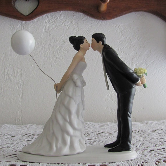 Wedding Cake Topper, Bride and Groom Cake Topper, Balloon Couple Kissing Cake Topper
