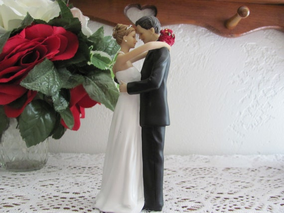 Wedding Cake Top Bride and Groom Figurine, Romantic Wedding Cake Topper, Bride and Groom Wedding Cake Top Decoration