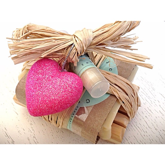 Gift Set for Her - Soap Gift Set - soap - heart - birthday/wedding/anniversary/thank you set - pink - mom - Mother's Day